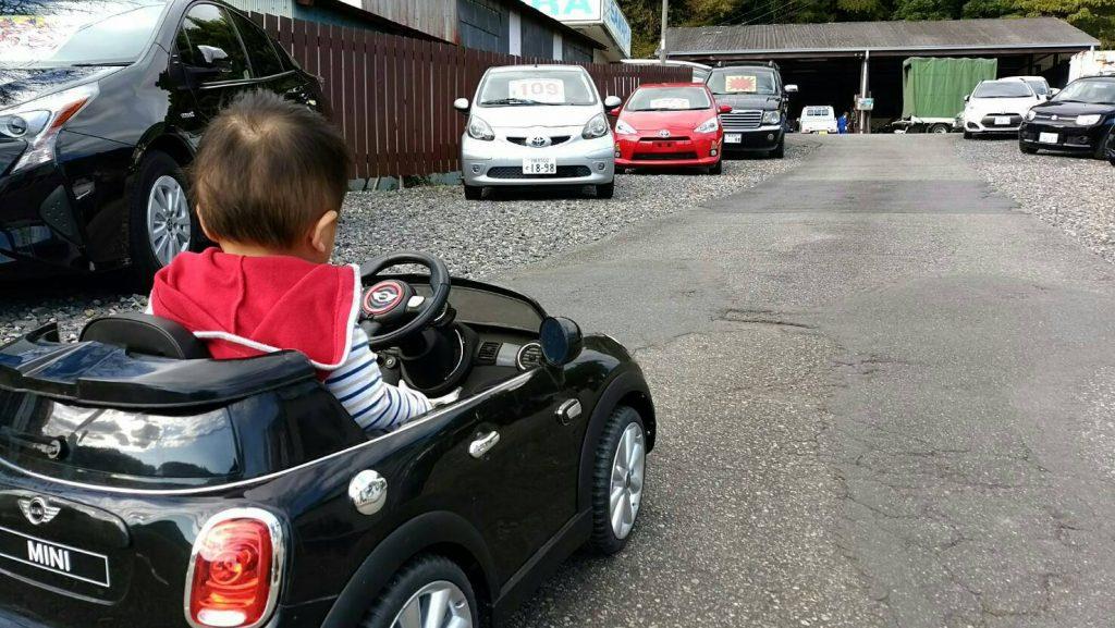 佐原自動車はファミリーが笑顔になる自動車販売店です。